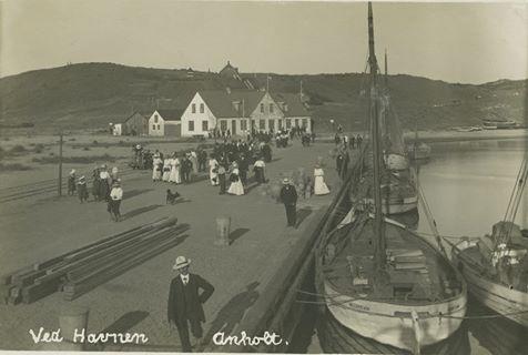 Venter på færgen _ Anholt 1908